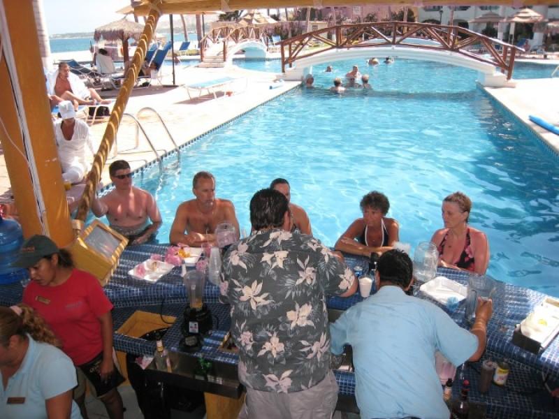Popular Swim-up Bar